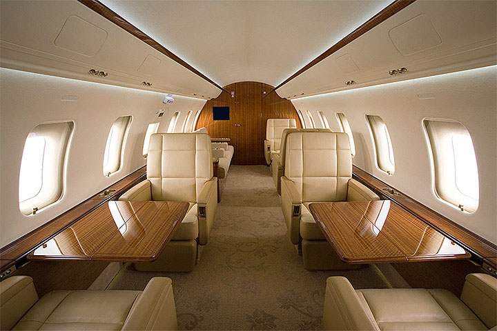 Private Heavy Jet Challenger 605 Interior