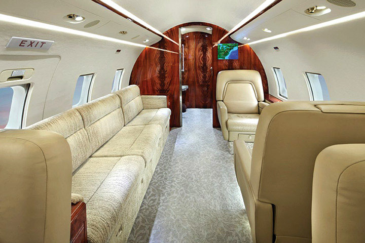 Private Heavy Jet Challenger 600 Interior