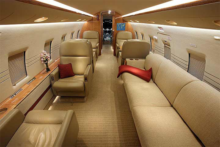 Private Heavy Jet Challenger 604 Interior