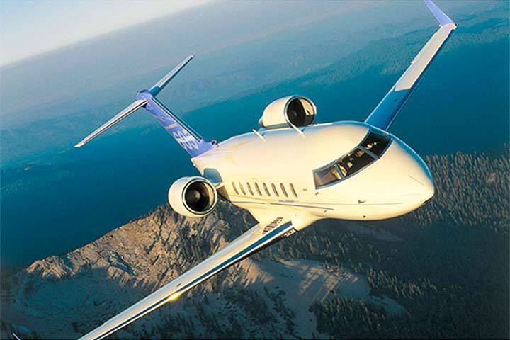 Private Heavy Jet Challenger 605 Exterior
