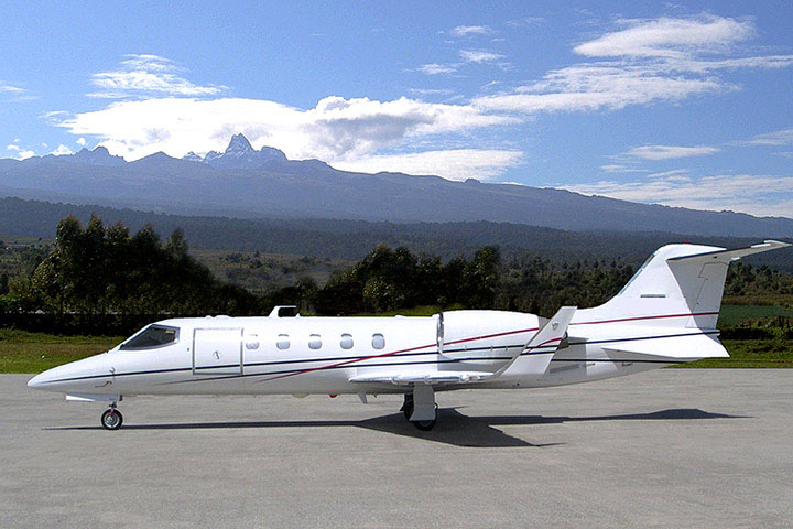 Private Light Jet Lear 31 Exterior