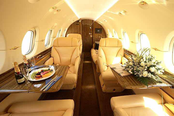 Private Mid Size Jet Hawker 850XP Interior