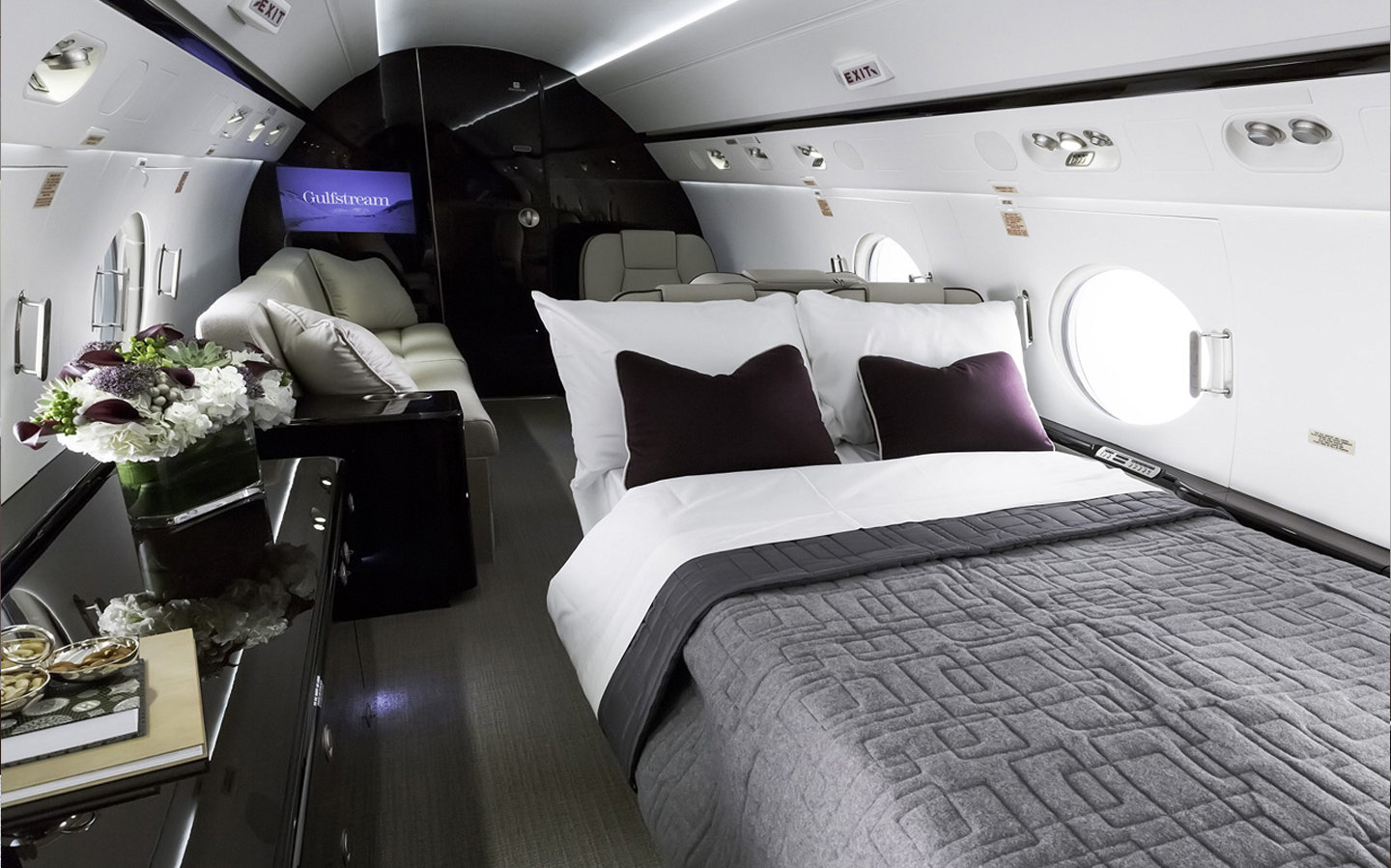 Heavy Jets with Beds