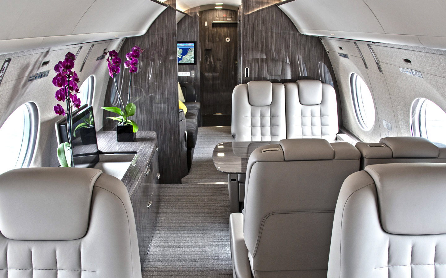 Privé Jets Featured on Out Traveler